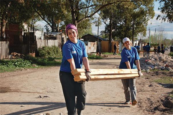 TECHO es una ONG presente en 21 países que trabaja para superar la situación de pobreza en América Latina.