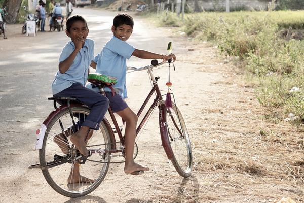 Los recursos son destinados a fundaciones que brindan educación y formación a niños y jóvenes desfavorecidos.